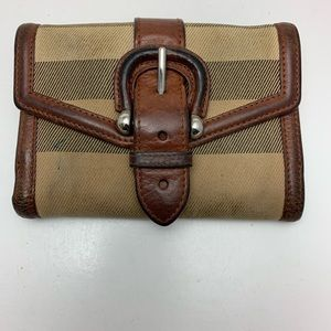 Burberry Wallet Plaid needs cleaning